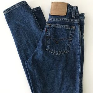 Levi High Waisted Mom Jeans 505
